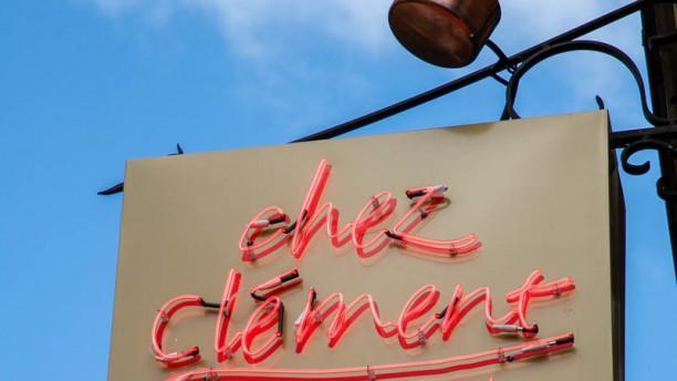 Chez Clément Porte de Versailles la pancarte