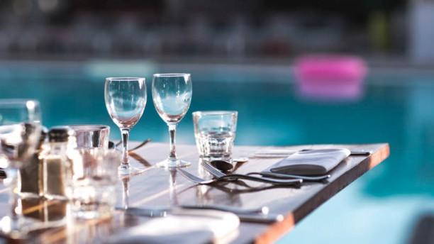 SportBeach Terrasse en bord de piscine