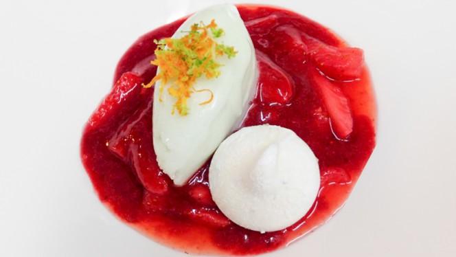 Soupe de fraise au basilic et sorbet citron - A CANTINA Brasserie Corse - Quartier des Grands Hommes, Bordeaux