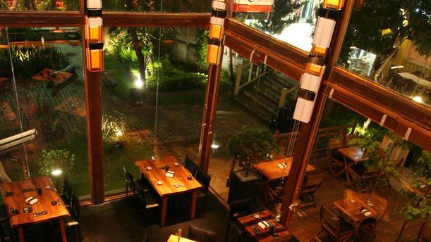 Ryori Sushi Lounge ambiente