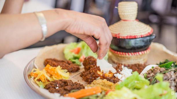 Massawa Plat traditionnel, se mange avec les doigts