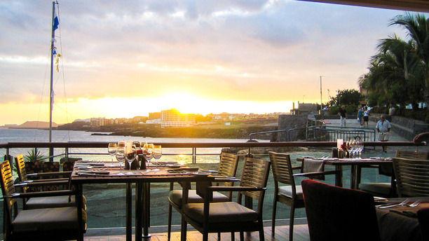 Los Roques Puesta de Sol en la terraza con vistas al mar