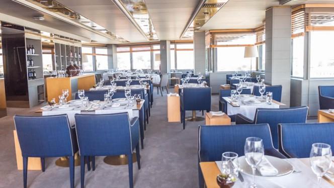 Vista da sala - 17º Restaurante & Bar, Porto