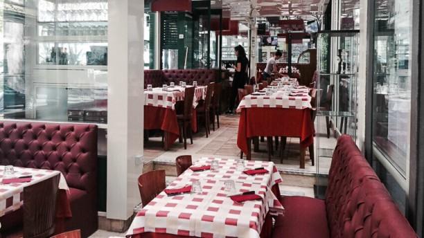 Frankie's Grill La sala