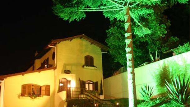 Petit Chateau rw fachada