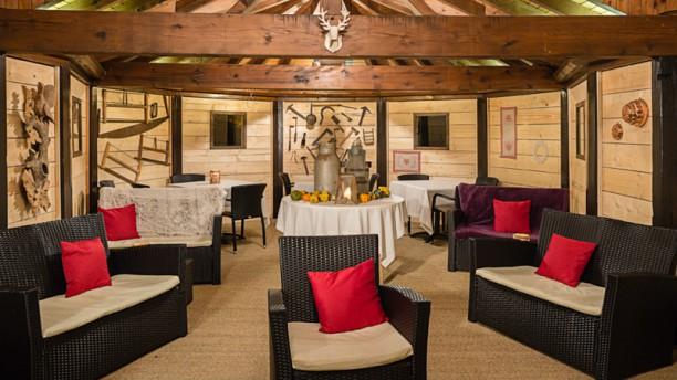 Autour de la Table L'hiver la terrasse couverte se transforme en châlet