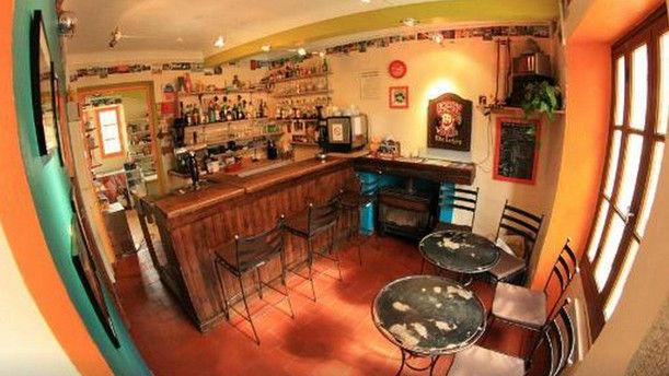 Le Pous Café Restaurant