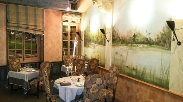 Hôtel Restaurant - La Cour des Lys Salle du restaurant