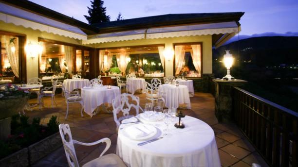 Tàpies - Hotel El Castell de Ciutat Vista terraza