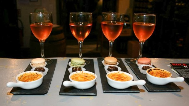 vin sur vin in avignon menu openingsuren adres foto s. Black Bedroom Furniture Sets. Home Design Ideas
