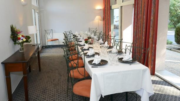 Restaurant la table du clos saint loi thiers 63300 for La table du 9
