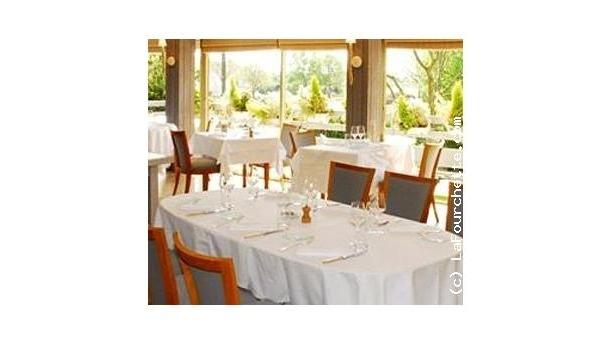 Le Gavrinis Grande table côté fenêtres du restaurant Le Gavrinis