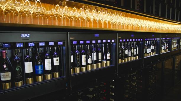 Sommelier Lisbon Infinte wine wall