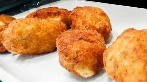 Bardot Gastro Concept Croquetas de jamón y huevo duro