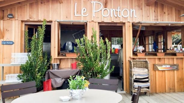 Le Ponton Village à l'Herbe terrasse