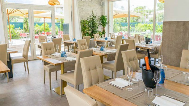 FlaminGold - Food & Beverage Vista sala