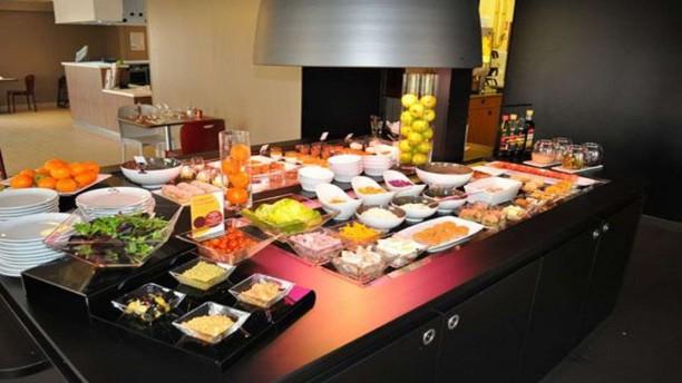 Campanile Niort Est-La Crèche buffet