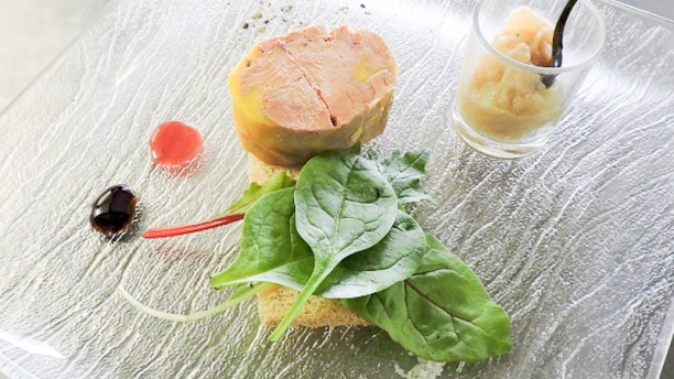 Le Domaine de la Reynaude Mi-cuit de foie gras et Toast grillé chutney de saison