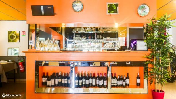 Le Bourg'Bon de Mouzda Salon du restaurant