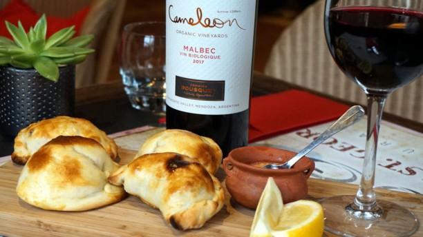 Le Moulin Saint Georges Empanada Argentinas Carne y queso