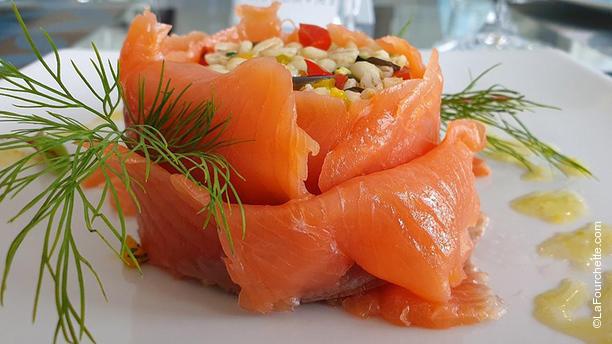 RistorArte 2.0 Cerenova Salmone marinato con zucchero e sale con insalatina d'orzo alle piccole verdure