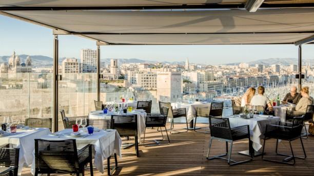 Restaurant les trois forts sofitel vieux port marseille 7 me menu avis prix et r servation - Restaurant libanais marseille vieux port ...