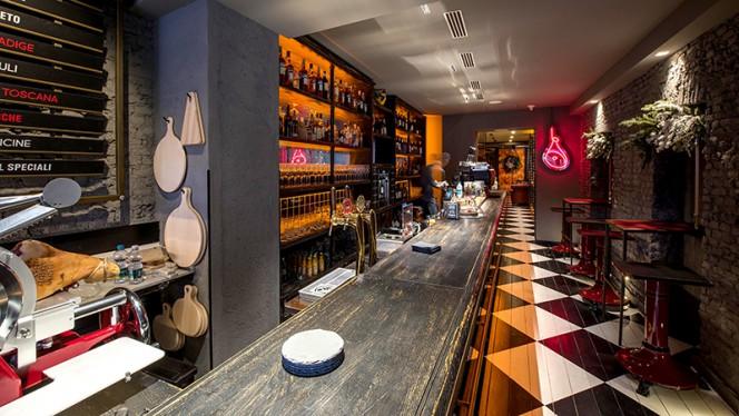 Vista della sala - CrudoCotto Prosciutto Wine Bar & Restaurant, Milano