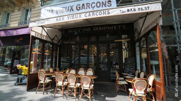 Aux Vieux Garçons Bienvenue au restaurant Aux Vieux Garçons