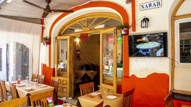 Nawab Indian Restaurant Vista del interior