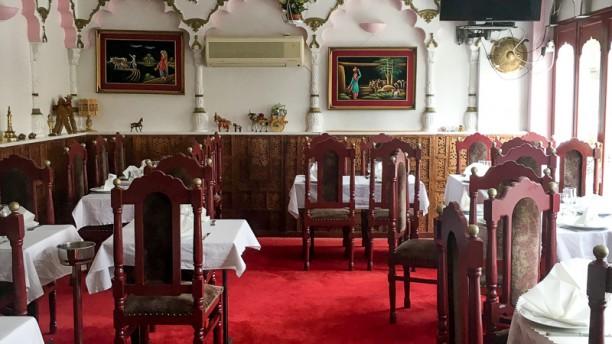 Gujral restaurant avenue des marguerites