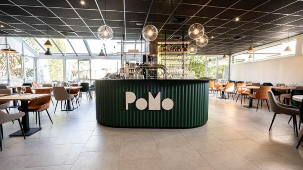 PoMo Hôtel & Restaurant Vue de la salle