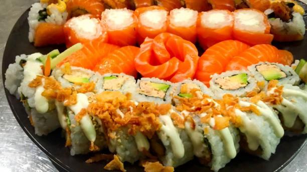 Sushi Couronne Original et full dragon avec full saumon