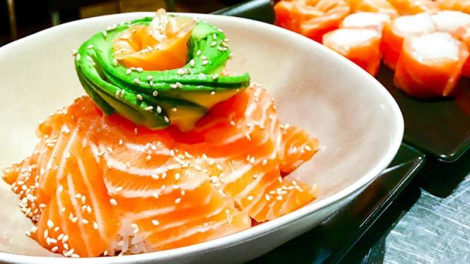 Chirashi saumon avocat - Sushi Couronne, Aix-en-Provence