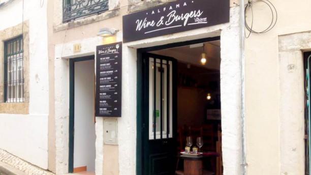 Alfama Wine & Burgers Entrada