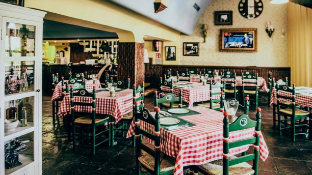 Restaurante don cammillo e peppone en sevilla triana el for Como disenar un restaurante
