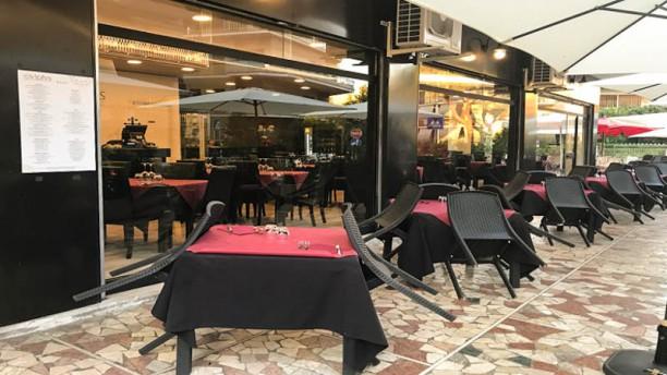 Ovidius a roma menu prezzi immagini recensioni e - Ristorante con tavoli all aperto roma ...