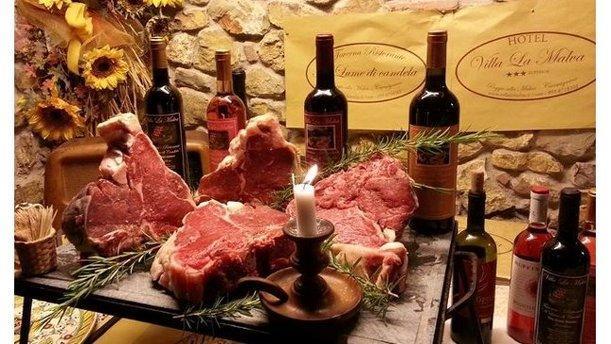 A Lume di Candela di Villa La Malva Bistecca fiorentina e vini toscani