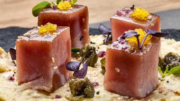 La Cuina del chef atun marinado en aceite de sesamo en cama de brandada y jengibre