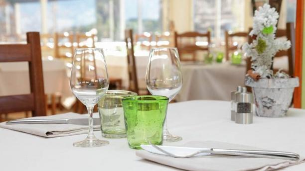 Restaurante h tel restaurant le grand puech en mimet - Restaurant viroflay le verre y table ...