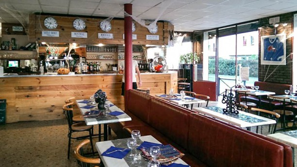 Le P'tit Quebec Café Salle