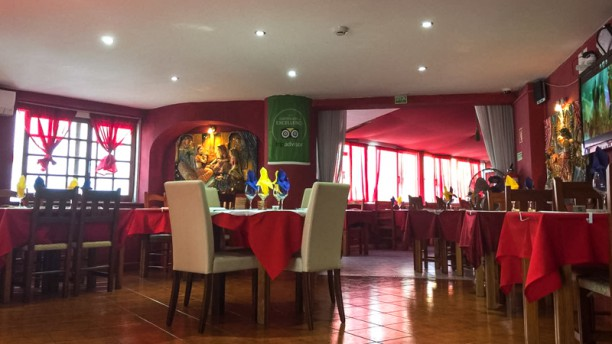 INDIAN NIGHT`S TANDOORI Sala do restaurante