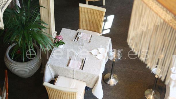 Café Saigon Vista aérea sala