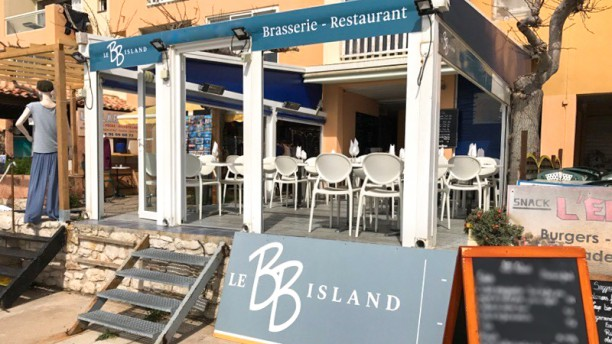Bb Island Devanture avec sa belle terrasse