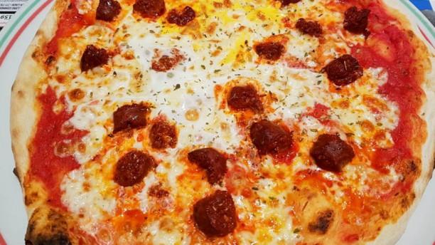 Le Vesuvio Suggestion pizza