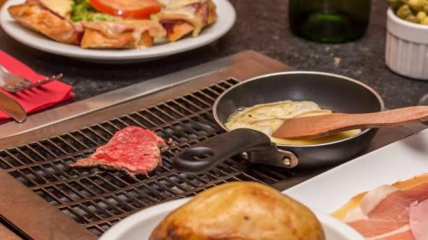 les fondus de la raclette montparnasse in paris restaurant reviews menu and prices thefork. Black Bedroom Furniture Sets. Home Design Ideas