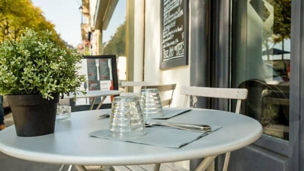 Crêperie la place Table sur la terrasse