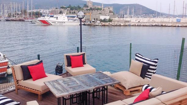 Majestic Lounge Terrasse
