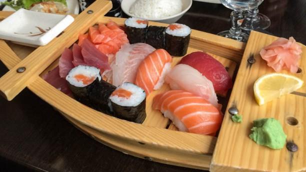 Osaka Sushi sashimi maki
