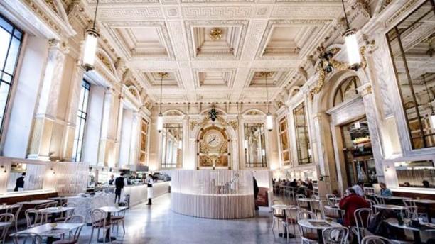 Brasserie Le Royal apreçu de l'intérieur