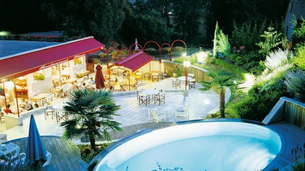 Restaurant hotel restaurant blanc marigny saint marcel for Restaurant piscine